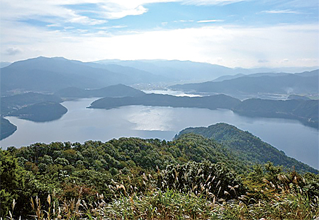 Photo 1 Mikatagoko area in Fukui Prefecture, one of the research sites.
